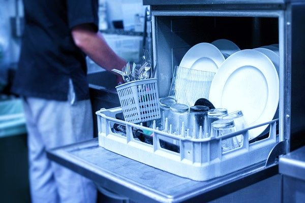 Nastavení správných hodnot profesionálních myček nádobí a praček